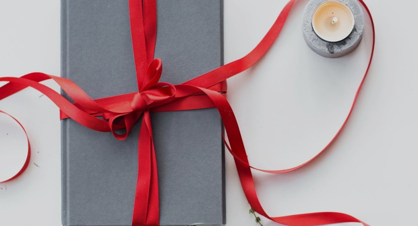 gifts for book lovers that aren't books